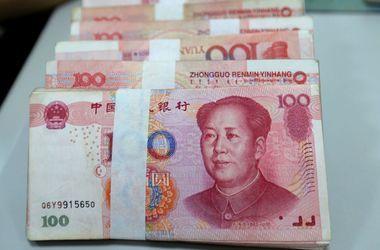 Курс юаня продолжает падать