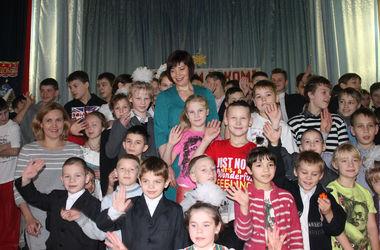Дети-сироты в Мариуполе получили подарки от Рината Ахметова