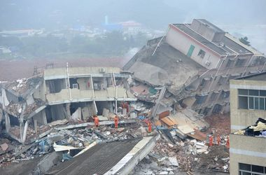 В Китае оползень обрушил 22 здания, десятки человек пропали без вести