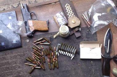 В Борисполе правоохранители изъяли оружие и наркотики