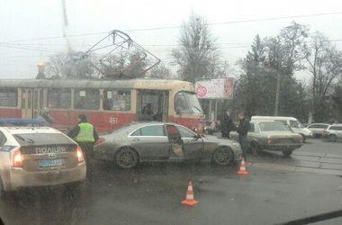 """В Харькове """"Мерседес"""" протаранил трамвай"""