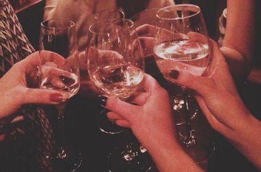 Какой алкоголь пить на Новый год, чтобы не поправиться