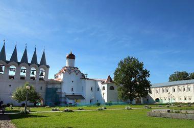 Тайны монастырей: чем живет Тихвинский мужской монастырь и как древняя чудотворная икона путешествовала