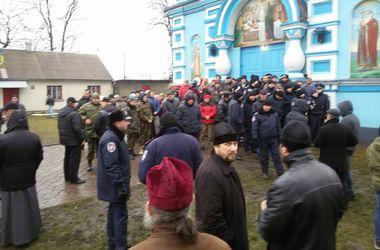 Попытка захвата храма в Ровенской области: одна из прихожанок госпитализирована в критическом состоянии