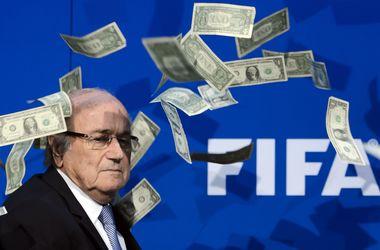 Блаттеру и Платини теперь придется платить за билеты на футбол