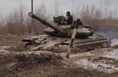 В Харькове курсанты преодолевали препятствия на танках