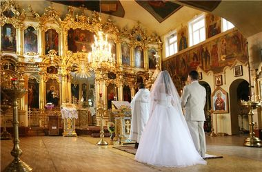 В храмах Киева появятся курсы для молодоженов