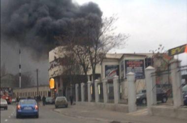 Масштабный пожар полностью уничтожил ночной клуб в Одессе