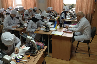 Штаб Ахметова обеспечил эвакуированный Донецкий медуниверситет мебелью