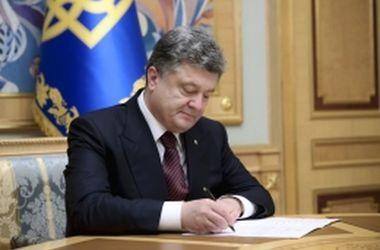 Порошенко разрешил Кабмину вводить контрсанкции против РФ