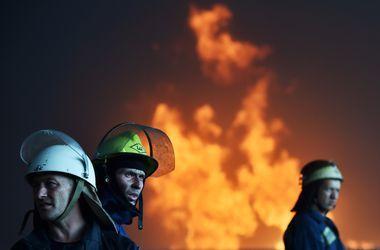 На севере Москвы горит торговый центр