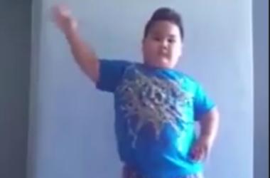 Видеохит: полный мальчик взорвал интернет, энергично танцуя в шортах