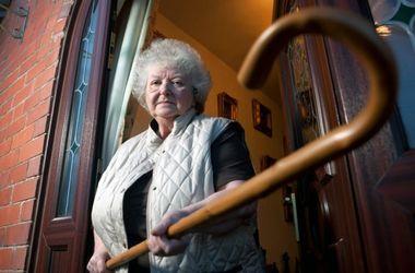 В Закарпатской области 90-летняя бабушка помогла задержать грабителя