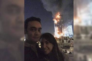 Неуместное селфи: пара сфотографировалась на фоне горящего небоскреба в Дубае