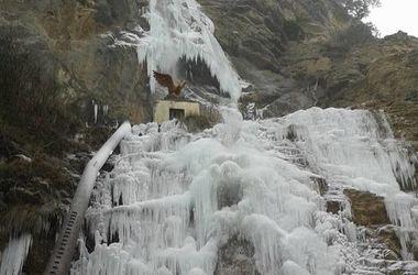 В Крыму замерз водопад