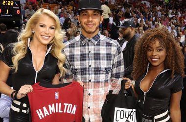 Чемпион Формулы-1 Хэмилтон сходил на матч НБА
