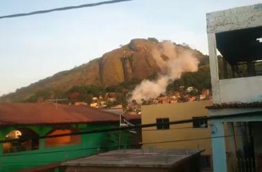 Шокирующее видео: в Бразилии скала рухнула на жилые дома