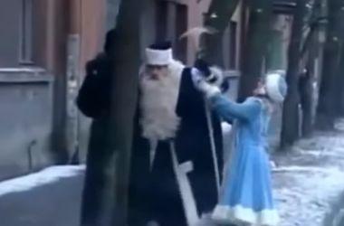 """Видеохит: как """"зажигают"""" Деды Морозы в России"""
