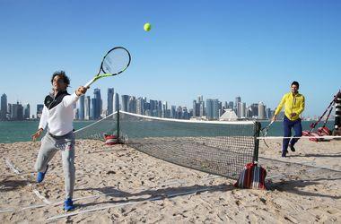 Джокович и Надаль сыграли в теннис на пляже