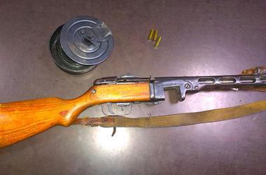 По Днепропетровску разгуливал мужчина с раритетным пулеметом