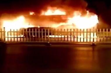 В Сети появилось жуткого пожара в автобусе, в котором погибли 14 человек