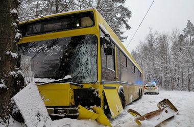 Подробности ДТП с автобусом в Киеве: коммунальщики рассказали о причинах аварии