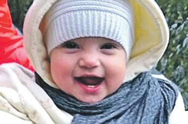 Улыбки киевских малышей: Машенька любит танцевать и копирует взрослых
