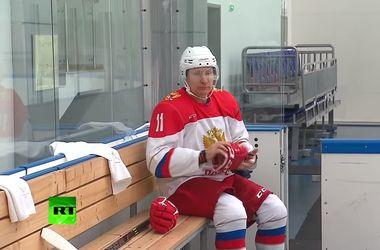 В сети появилось видео хоккейной тренировки Путина, соцсети уже высмеяли президента РФ
