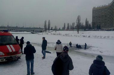 Подробности трагедии на Русановке в Киеве: в ледяной воде утонули двое мужчин