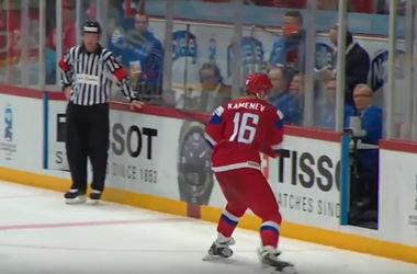 Российский хоккеист сломал руку арбитру