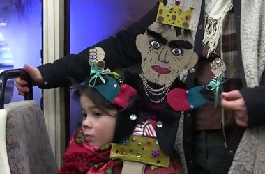 По Харькову катался рождественский трамвай со сказками и колядками