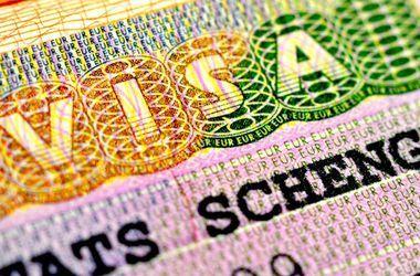 """Украинцы смогут ездить в ЕС с """"шенгенами"""" и при безвизовом режиме"""