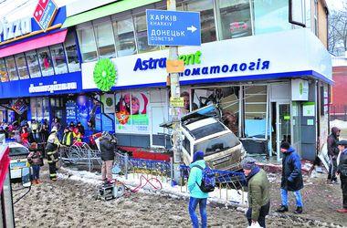 Смертельная авария в Киеве на Левобережке: водитель уверяет, что у него был приступ эпилепсии