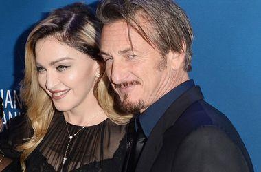 Мадонна в прозрачной блузке привела приемных детей на вечеринку бывшего мужа