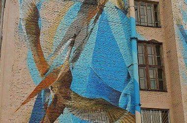В Киеве появился удивительный мурал с журавлями
