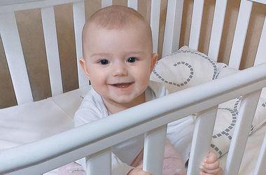 Улыбки киевских малышей: Полина – маленькая непоседа