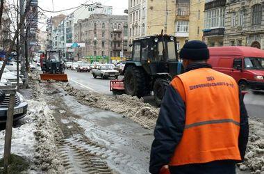 Центр Киева массово чистят от неправильно припаркованных авто