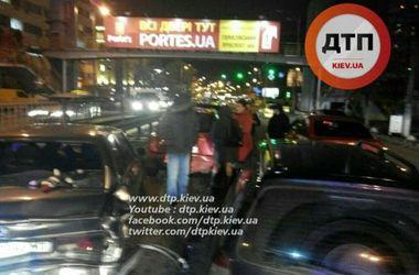 В Киеве пьяный водитель устроил масштабное ДТП на пять машин, есть пострадавшие