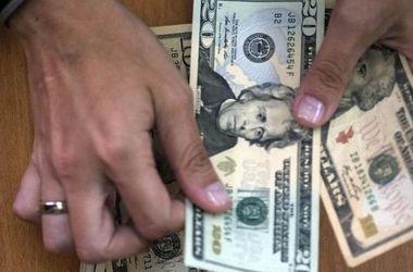 В Украине взлетает курс доллара и евро