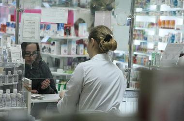 Украинцы массово ринулись в аптеки