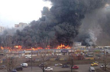 Масштабный пожар на рынке в Одессе: все подробности