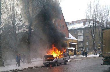 Во Львове на ходу загорелась  иномарка