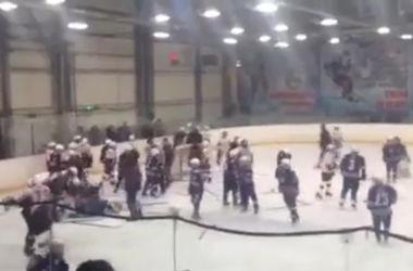 12-летние хоккеисты устроили побоище в России