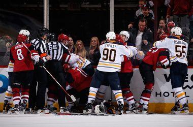 Матч НХЛ завершился массовой дракой