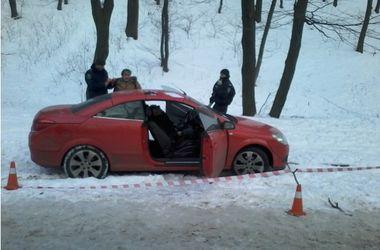 Правоохранители установили личность мужчины, труп которого нашли в авто в Голосеевском парке