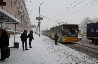 """""""Герой парковки"""" заблокировал троллейбусы в центре Киева"""
