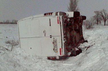 Микроавтобус с пассажирами перевернулся в Херсонской области