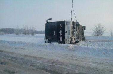 Под Харьковом перевернулся автобус с пассажирами