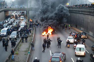 Во Франции таксисты устроили беспредел на трассах