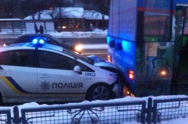 В Харькове копы врезались в троллейбус